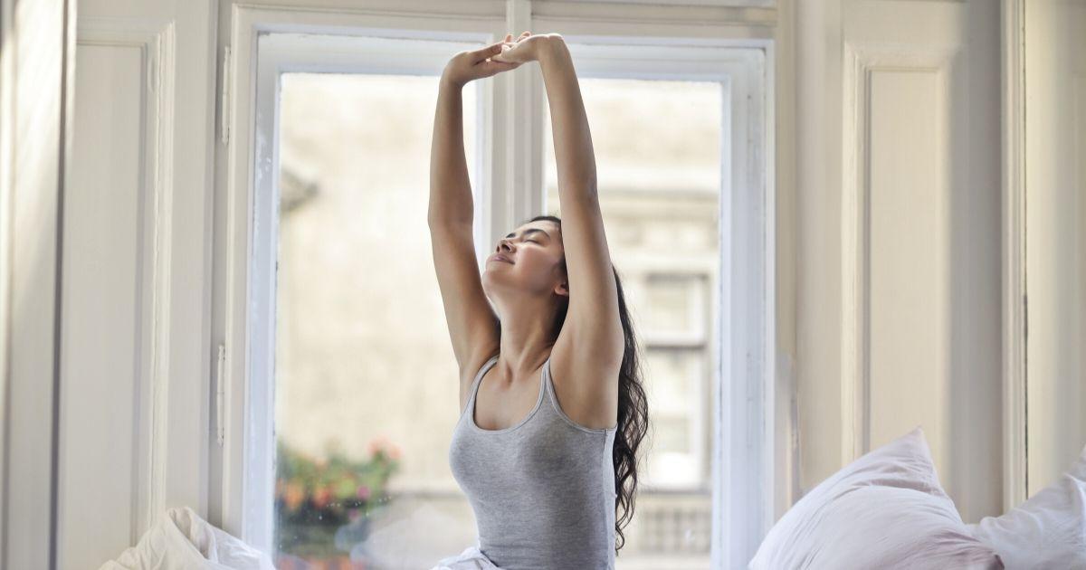 Stretching matinal : 6 exercices adaptés pour le quotidien
