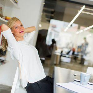 8 exercices de stretching pour améliorer votre productivité au bureau