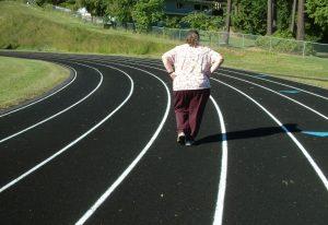 douleur lombaire après accouchement - exercice marche à pied